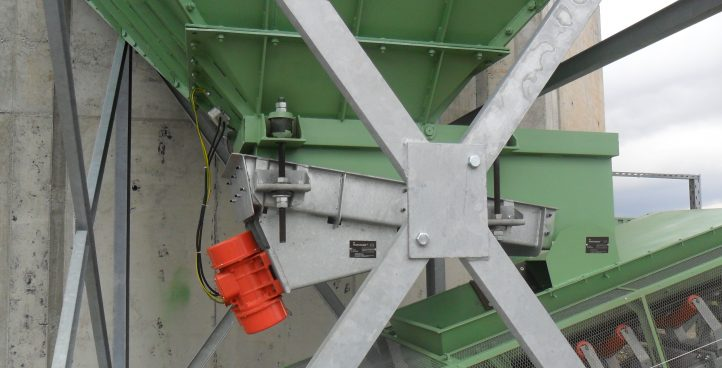 Feeders, belt feeders, conveyor belts